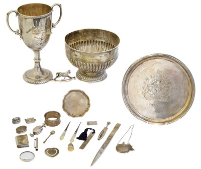 Lot 80 - A selection of silver