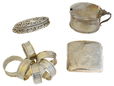 Lot 77 - A selection of silver