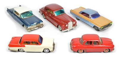 Lot 66 - Five tinplate cars