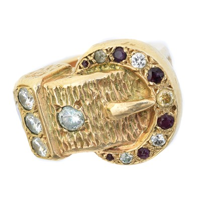 Lot 71 - A 9ct gold ring