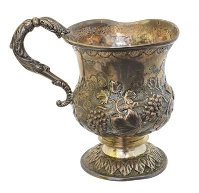 Lot 199 - A Georgian silver mug