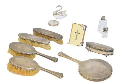 Lot 168 - A selection of silver