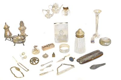 Lot 166 - A selection of silver