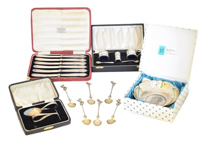 Lot 115 - A selection of cased flatware