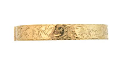 Lot 22 - A 9ct gold hinged bangle