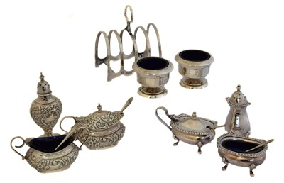Lot 156 - A selection of silver