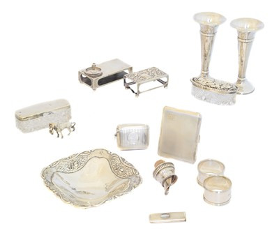 Lot 157 - A selection of silver