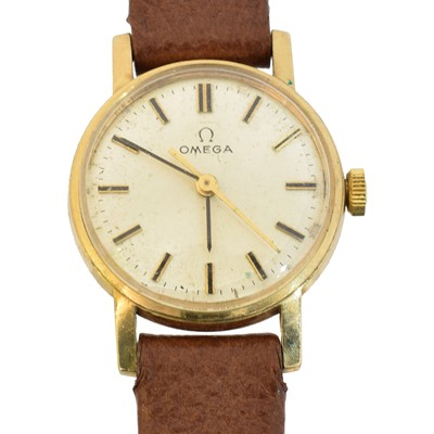 Lot 102 - A 9ct gold cased Omega watch