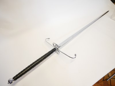 Lot 25 - 20th century reproduction Lowland claymore sword
