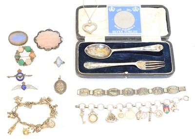 Lot 84 - A selection of silver and white metal jewellery