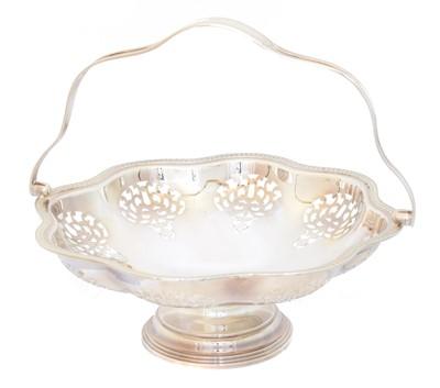 Lot 174 - A George V silver basket