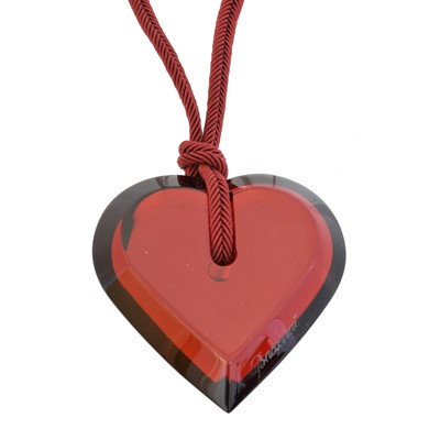 Lot 81 - A Baccarat glass heart pendant