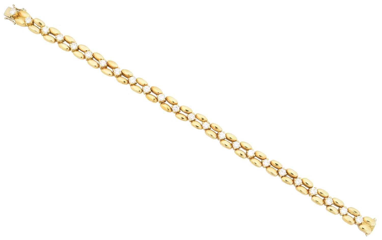 Lot 35 - An 18ct gold diamond bracelet