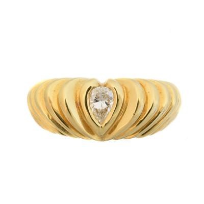 Lot 110 - An 18ct gold diamond single stone ring