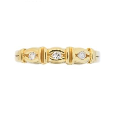 Lot 115 - An 18ct gold diamond three stone ring