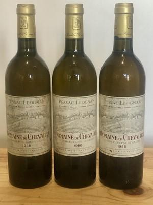 Lot 36 - 3 Bottles Domaine de Chevalier Blanc Pessac-Leognan 1986