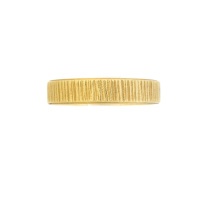 Lot 112 - An 18ct gold textured band ring