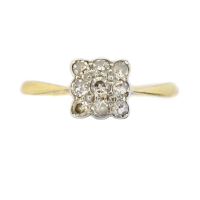 Lot 113 - A diamond cluster ring