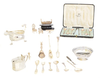 Lot 193 - A selection of silver and silver plate
