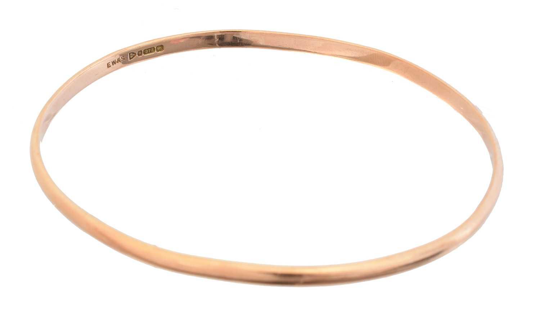 Lot 20 - A 1920s 9ct gold bangle