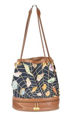 Lot 124 - A vintage Gucci bag