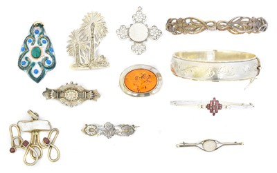 Lot 87 - A selection of silver and white metal jewellery