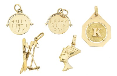Lot 31 - A selection of charms