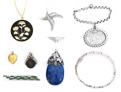 Lot 86 - A selection of silver and silver tone jewellery