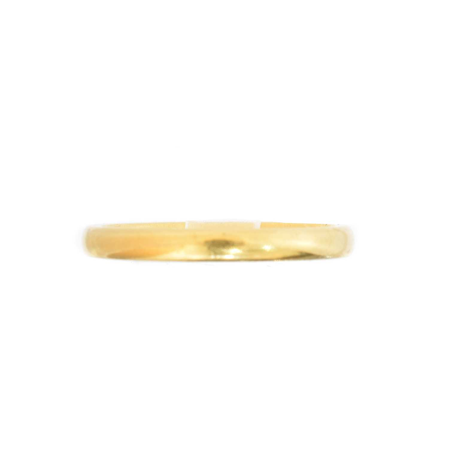 Lot 41 - A 22ct gold band ring