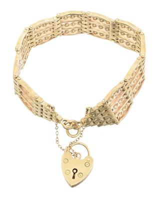 Lot 27 - A 9ct gold bracelet