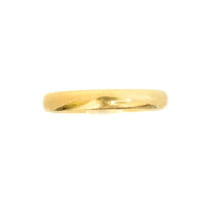 Lot 44 - A gold band ring