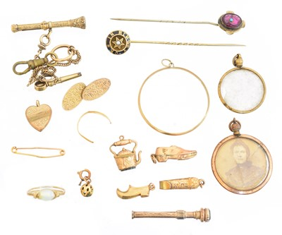 Lot 89 - A selection of gold and gold plated jewellery