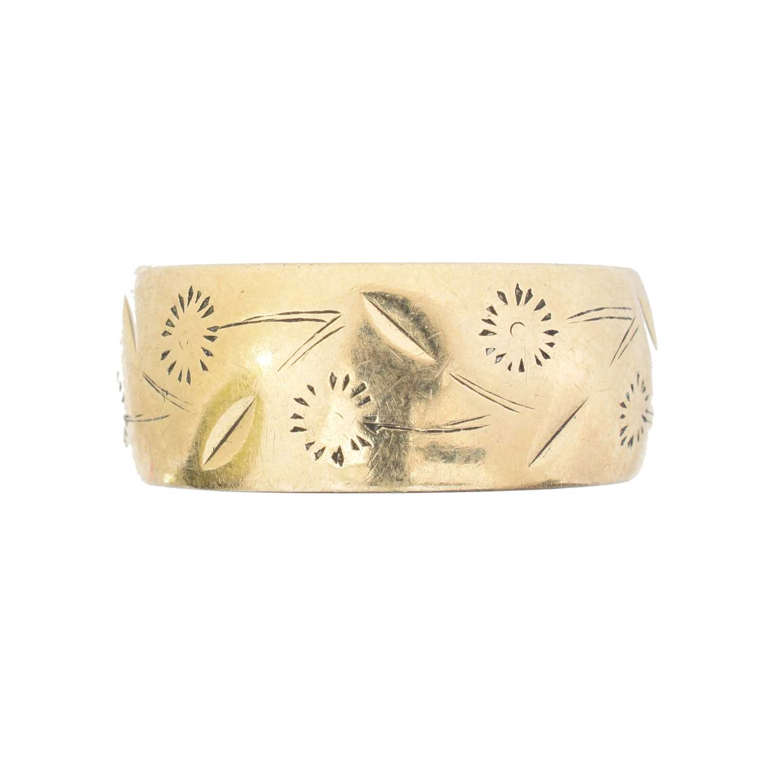 Lot 38 - A 9ct gold band ring