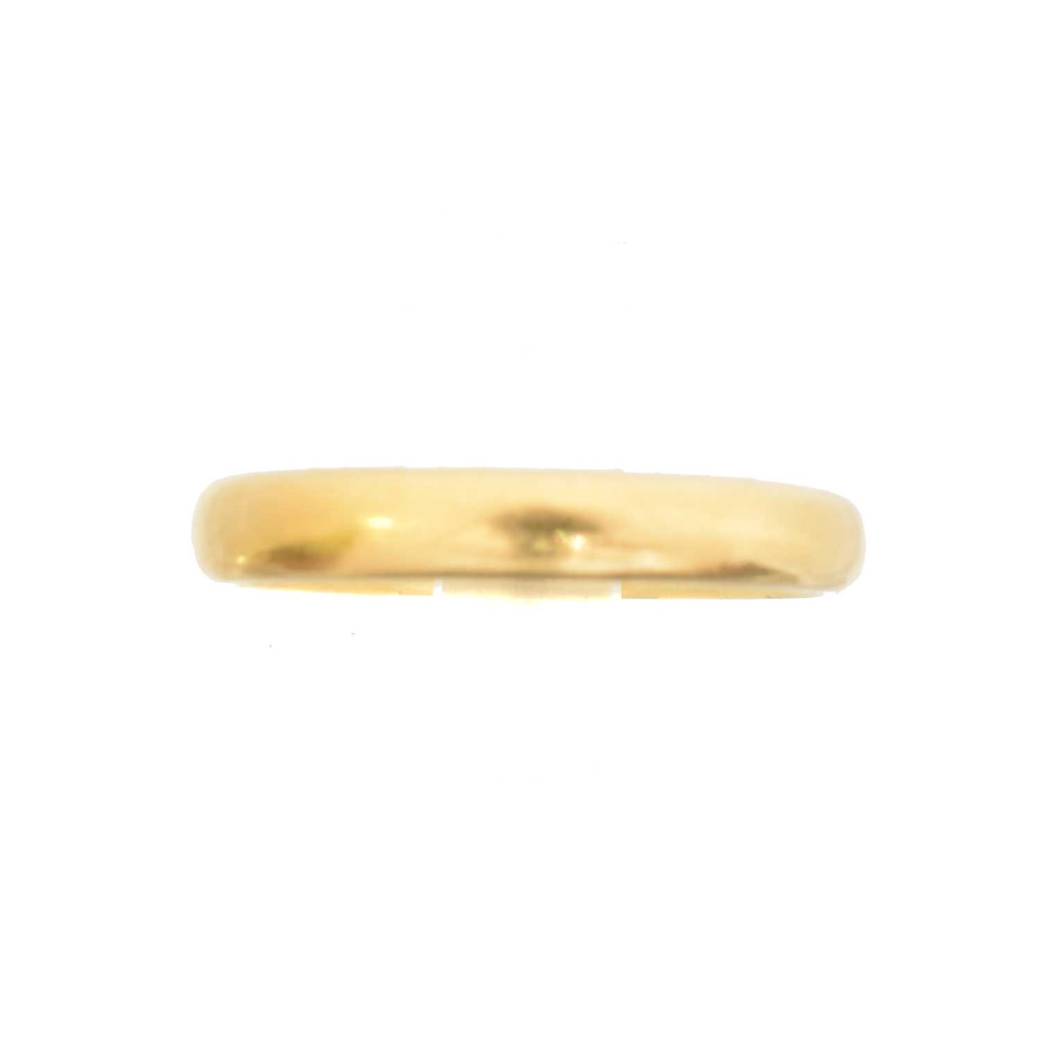 Lot 43 - A 22ct gold band ring