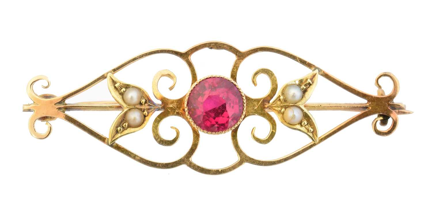 Lot 6 - An early 20th century synthetic ruby brooch