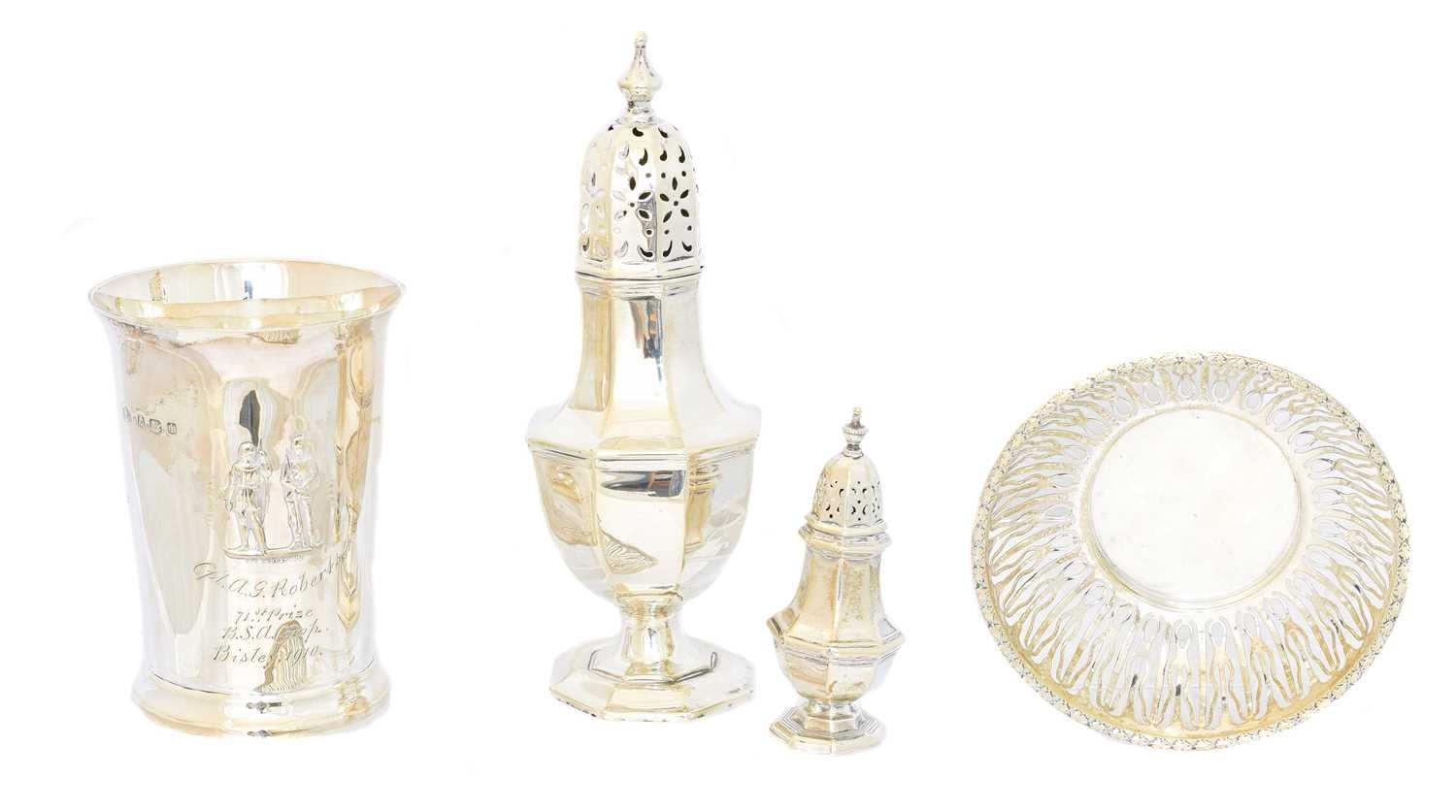 Lot 122 - A selection of silver