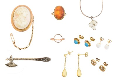 Lot 80A - A selection of jewellery
