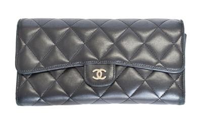 Lot 7 - A Chanel Classic Flap Wallet
