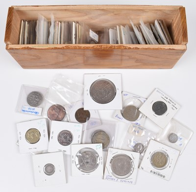 Lot 58 - Assortment of foreign coinage from Sweden, Botswana, Lithuania, Egypt, Singapore and many others.