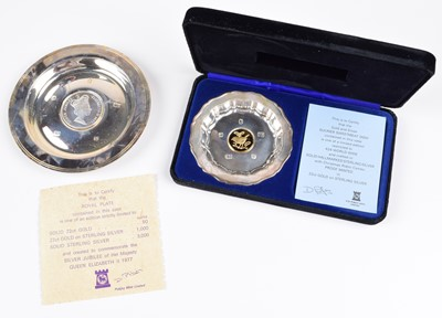 """Lot 62 - A 1977 Pobjoy Mint silver commemorative coin dish and a """"Christmas Robin"""" silver sweetmeat dish (2)."""