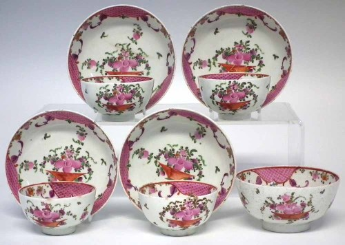 Lot 144-Four Lowestoft teabowls and saucers and a small