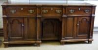 526 - Oak dresser.