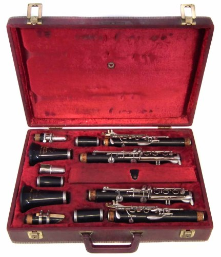 Lot 24-Super graduate cased pair of clarinets with