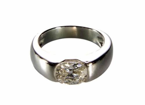 Lot 252-1.54 carat diamond solitaire ring