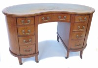 717 - Edwardian mahogany kidney shaped desk,