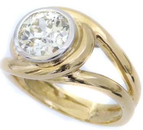 Lot 200-Single stone diamond ring in 18ct yellow gold
