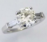 Lot 333-18k white gold single stone diamond ring, round