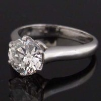 Lot 286-Single stone diamond ring in platinum mount, with
