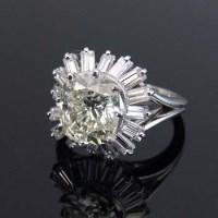 Lot 316-Platinum and diamond cluster ring, 2.7ct