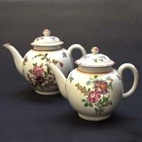 Lot 426-Two Lowestoft teapots